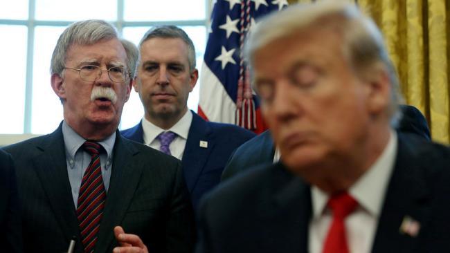Болтон заявил, что Трамп может до выборов президента объявить о выходе США из НАТО