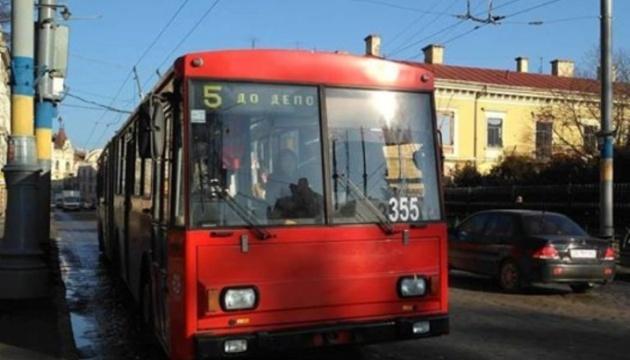 Красная зона: в Черновцах полиция остановила общественный транспорт