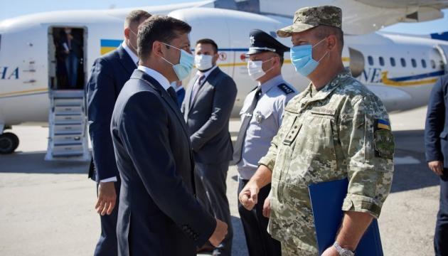 Президент обещает за 2-3 года восстановить все аэропорты, которые нужны в Украине