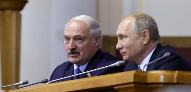 Кремль будет поощрять Лукашенко к передаче власти – Bloomberg