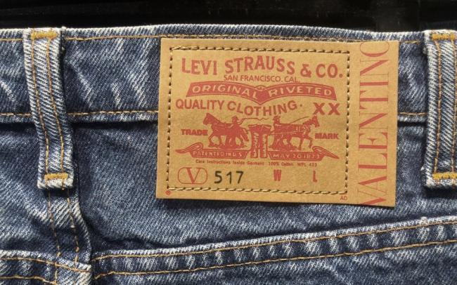 Valentino и Levis выпустили совместную коллекцию — ее представили на модном показе в Милане