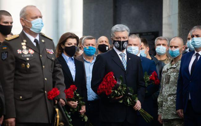Порошенко: Украина - страна героев, которым мы обязаны независимостью