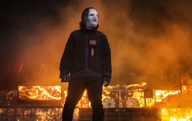 Slipknot продают копии своих масок