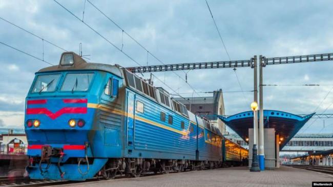 Укрзализныця прекратила продажу билетов для отправления с ряда станций красной зоны