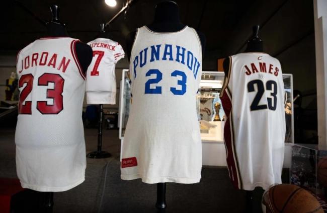 Баскетбольная майка Барака Обамы установила рекорд на аукционе