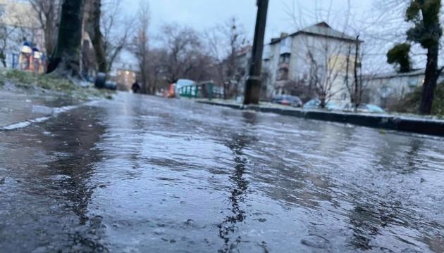 В начале недели Украину «накроет» ледяной дождь и мокрый снег