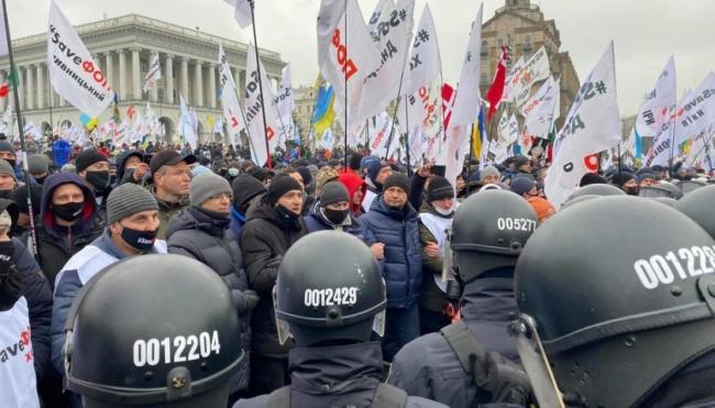 Во время акции ФЛП на Майдане пострадали около 40 полицейских