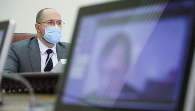 Шмыгаль поручил проверить информацию СМИ о подпольной COVID-вакцинации в Украине