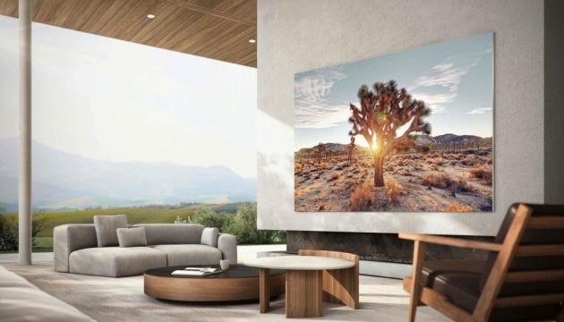 Samsung представил телевизор с одновременным просмотром контента с 4 источников