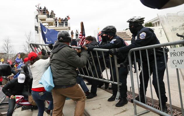 Правоохранители в США готовятся к еще большему насилию со стороны протестующих