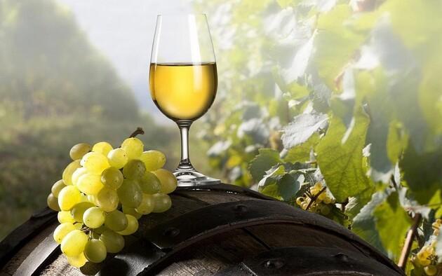 Кабмин поддержал украинских производителей вина увеличив цены на игристое