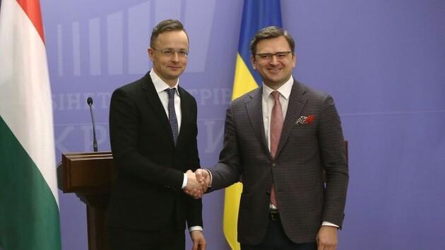 Украина и Венгрия попытаются урегулировать кризис в отношениях