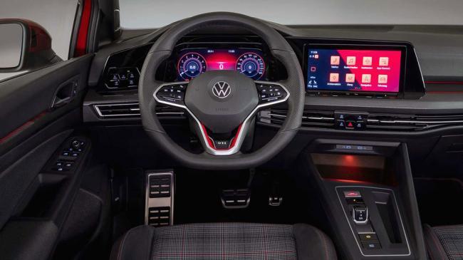 У Volkswagen Golf 8 снова проблемы с программным обеспечением