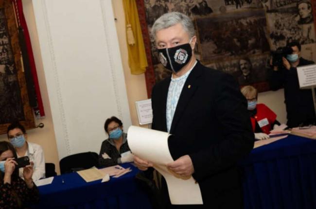 Порошенко призвал ввести уголовную ответственность за аферы с вакцинированием